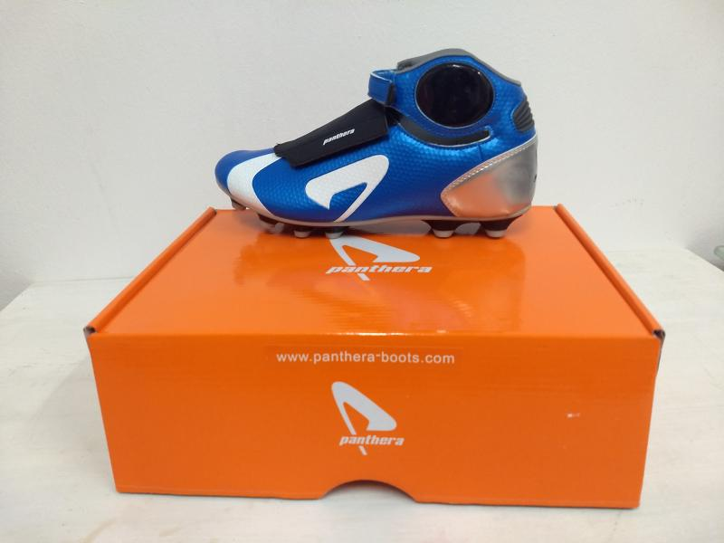 Botines de Football Panthera APS21.  700 pares  .7 dolares el par. Negociable.